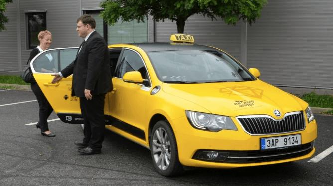 Садимся в такси