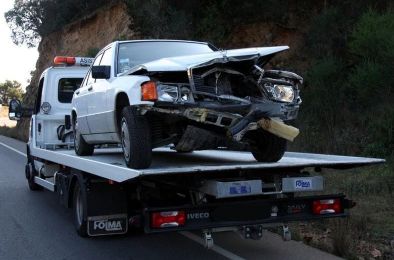 Транспортировка автомобиля на эвакуаторе