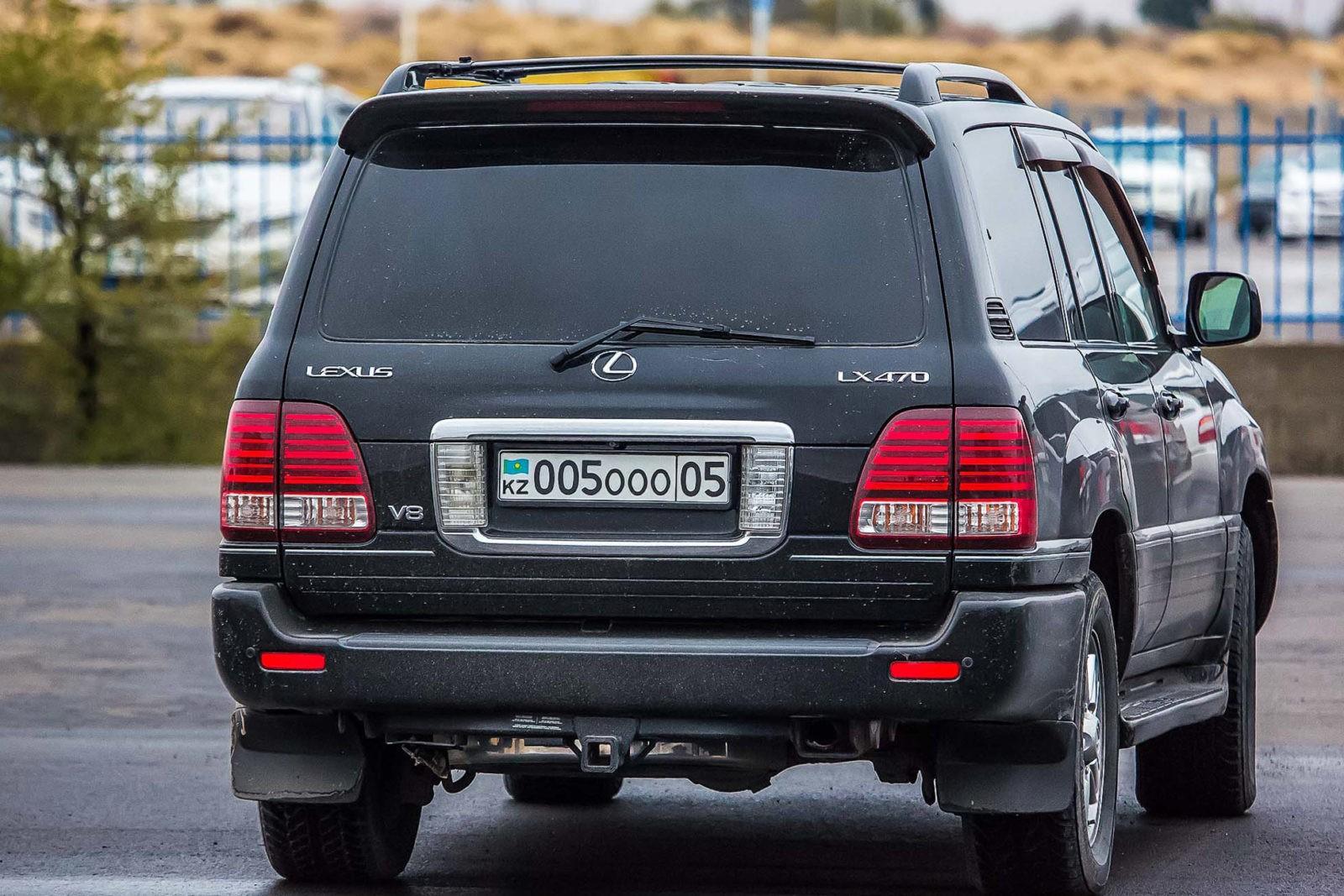 Автомобиль с номерами Казахстана
