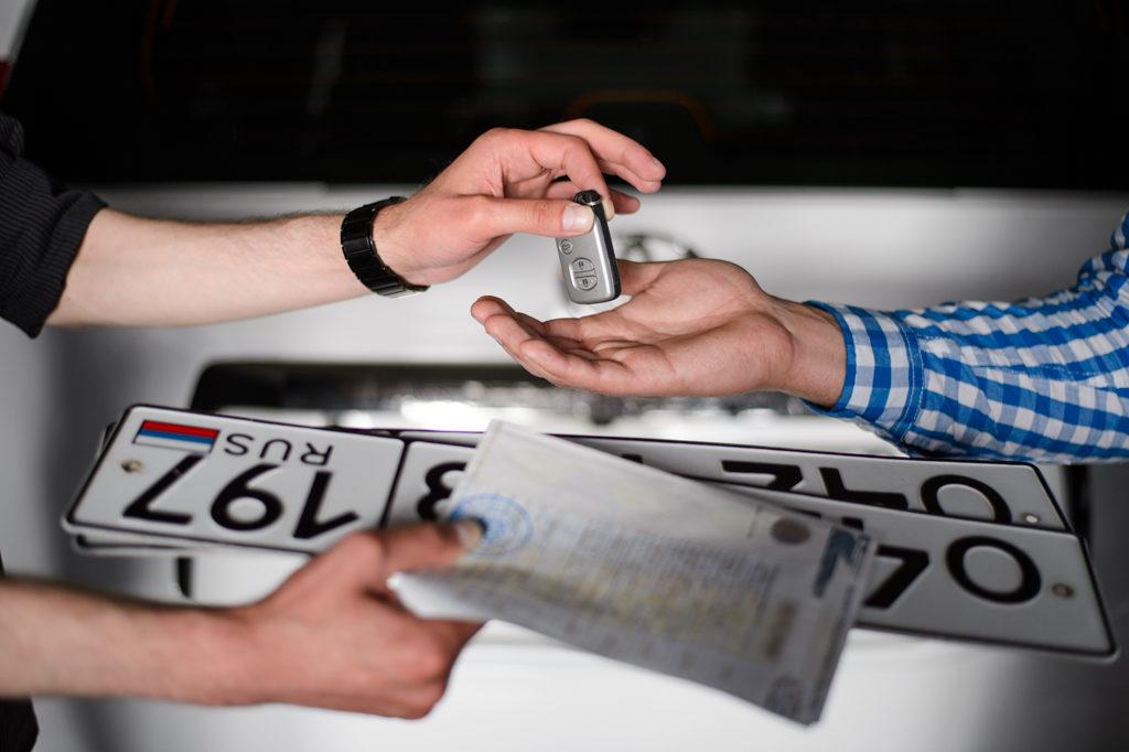 Получение государственных регистрационных знаков на автомобиль