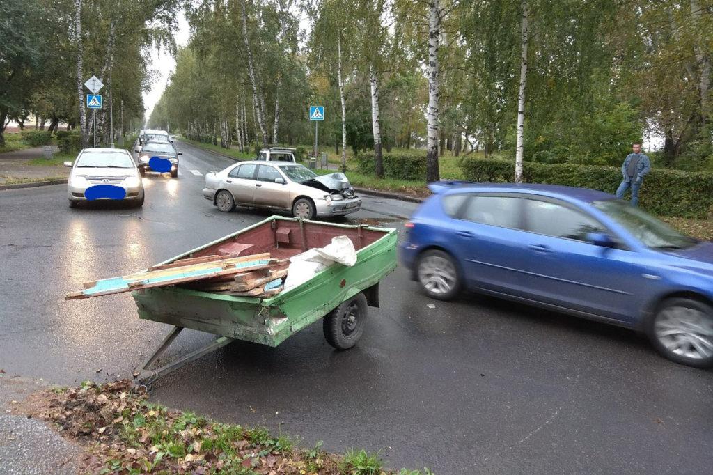 В результате ДТП прицеп оторвало от автомобиля