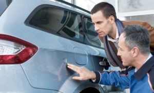 Осмотр автомобиля на предмет кузовных повреждений